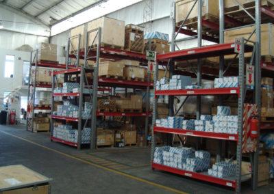 2000 m2 cubiertos equipados con autoelevadores